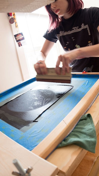 Lauren Feehery el Fury screen printing in her studio houston tx art