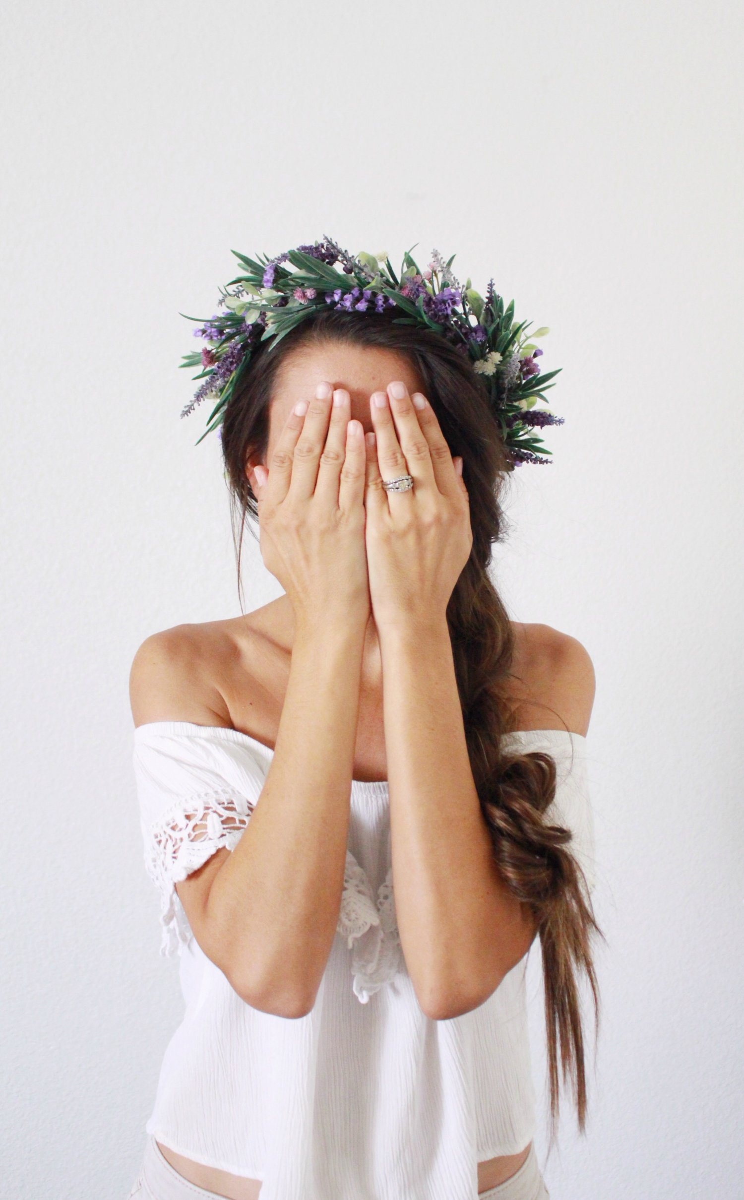 braided+hairstyle+with+flower+crown.+diy+lavender+flower+crown.+flower+crown+style.+hairstyle