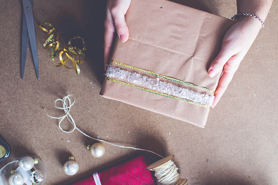 3 DIY Wrapping Ideas: simple glittery snow tape