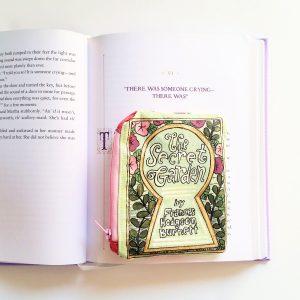 detail-book-purse-the-secret-garden_bright