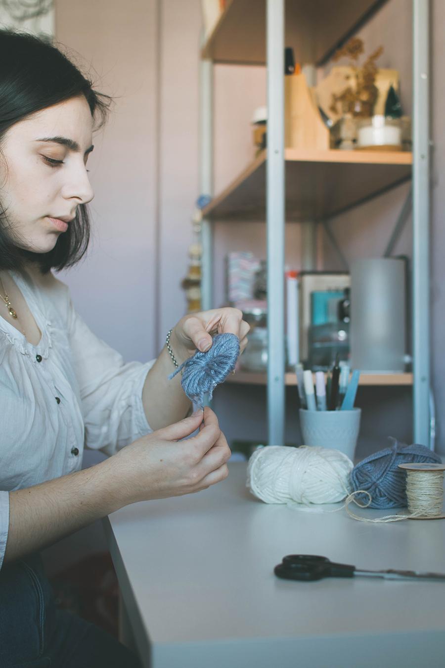 How to make a DIY pompom garland