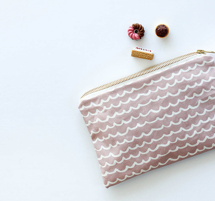 pink-canvas-pouch-with-waves-handmade-cosmetic-bag