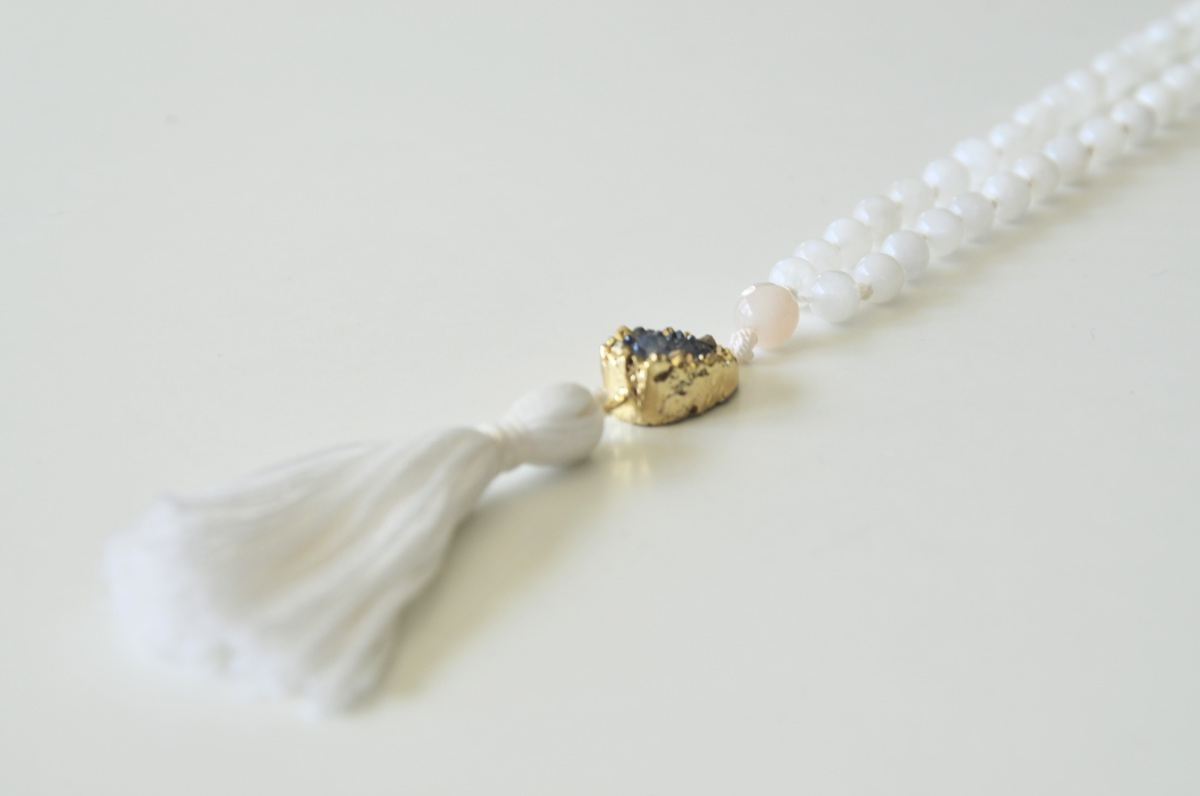 detail-moonstone-mala-necklace-gemstone-jewelry
