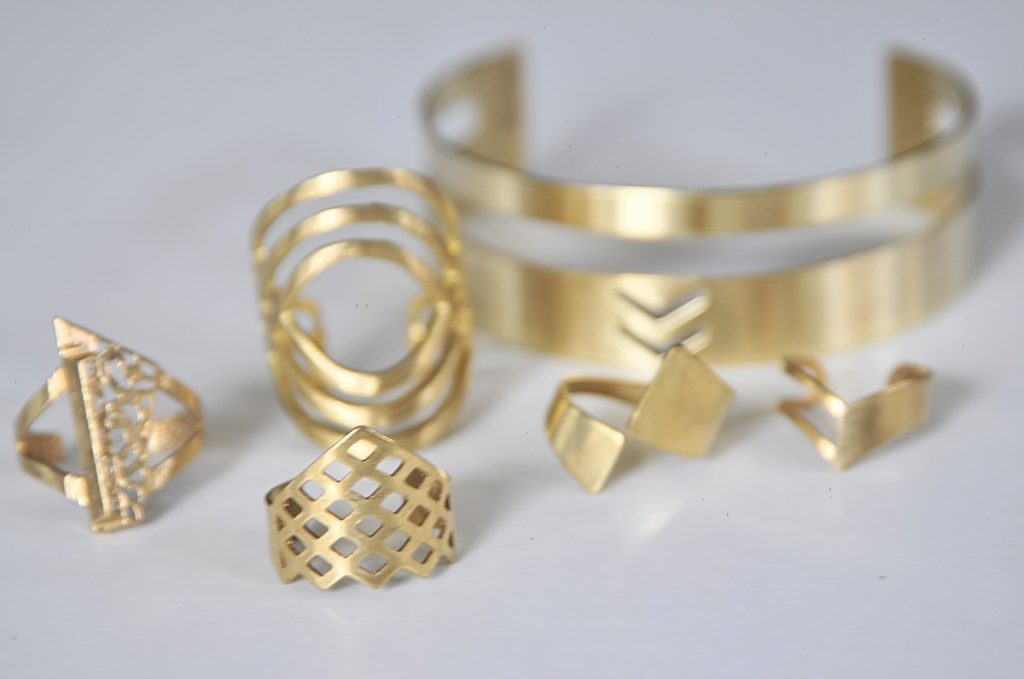 clean-brass-jewelry-how-to-clean-jewelry-diy