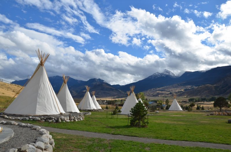 dreamcatcher-tipi-hotel-montana-yellowstone