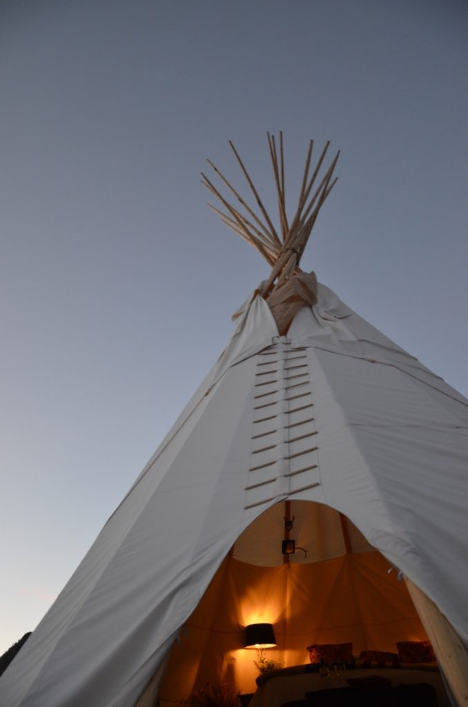 dreamcatcher-tipi-night-yellowstone-national-park-north-entrance