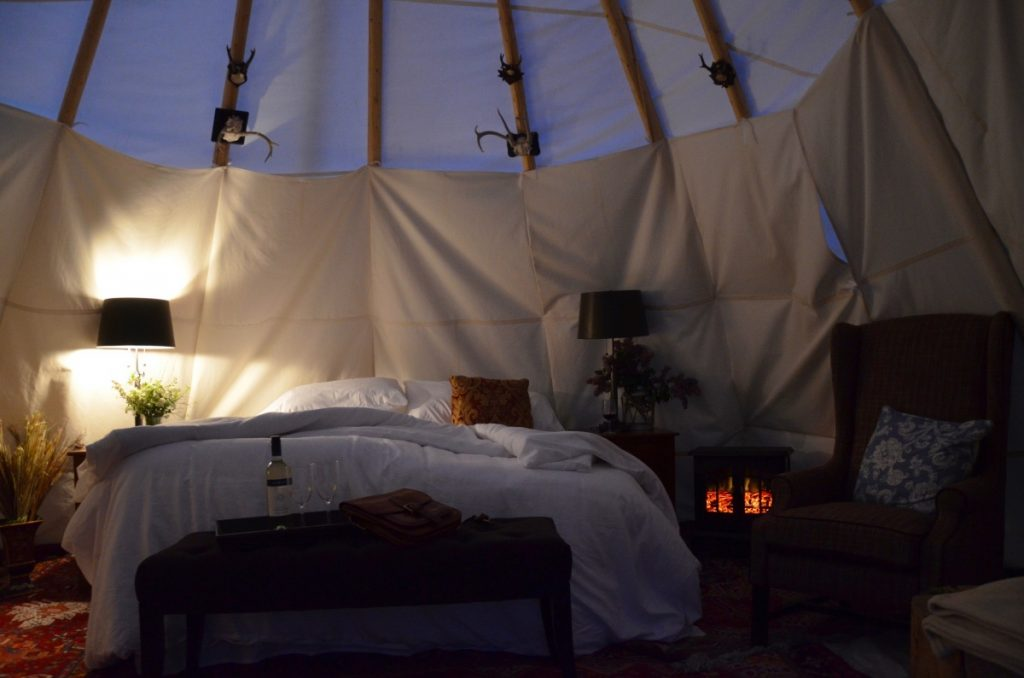 inside-tipis-night-dreamcatcher-hotel-yellowstone