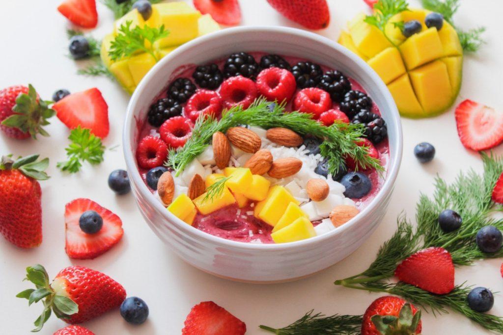 pitaya smoothie bowl with blackberries raspberries and more