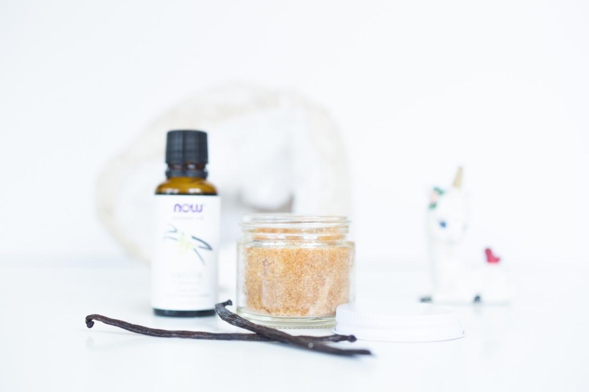 detail close up vanilla bean brown sugar scrub diy
