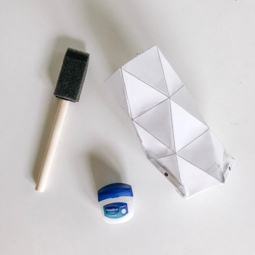 coat-the-template-with-oil-to-make-a-concrete-holder_square