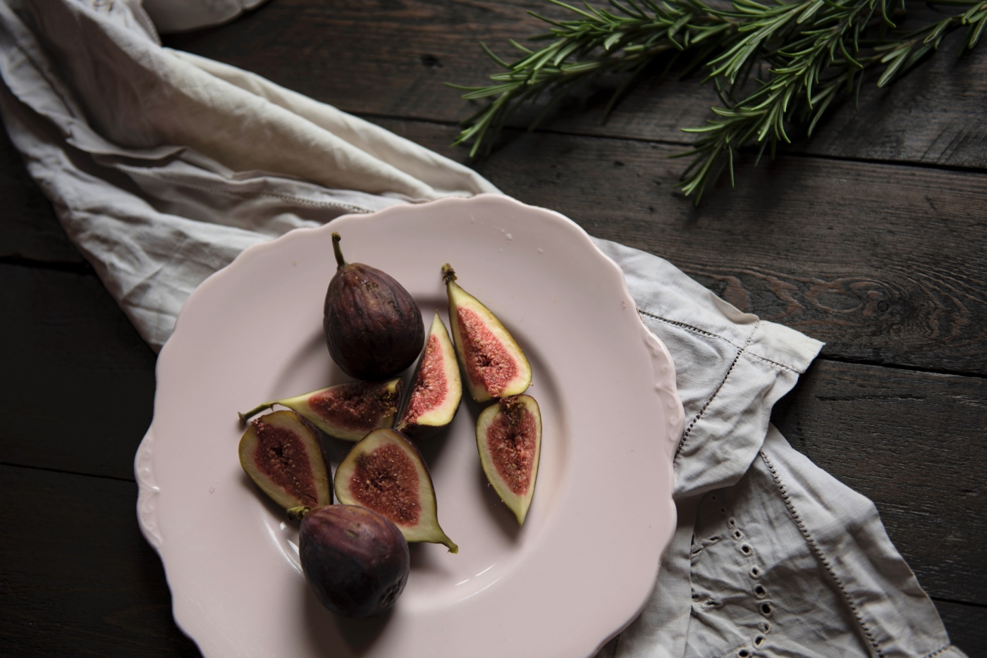 figs and rosemary for the rosemary olive oil cake pop shop america