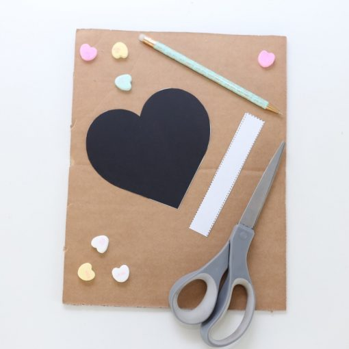 trace-the-template-on-the-cardboard-diy-heart-pinata_square