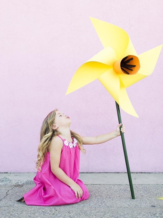 diy-flower-pinwheels house that lars built