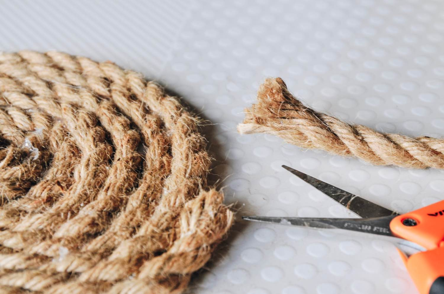 finish by cutting the rope diy hot plate trivet