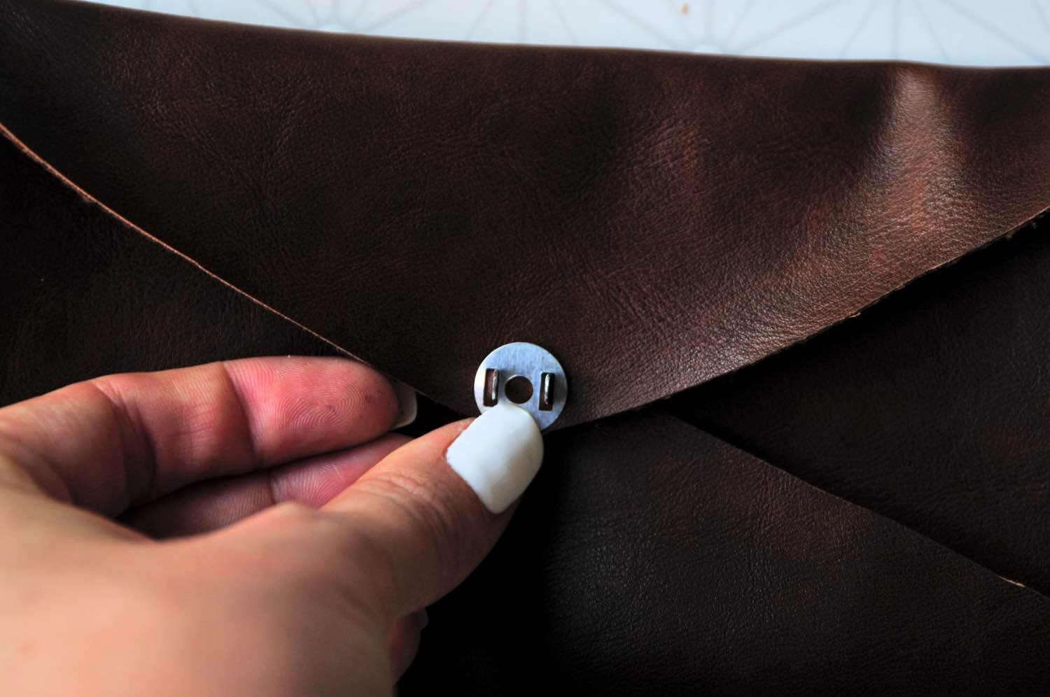 finishing the exterior clasp diy no sew travel case