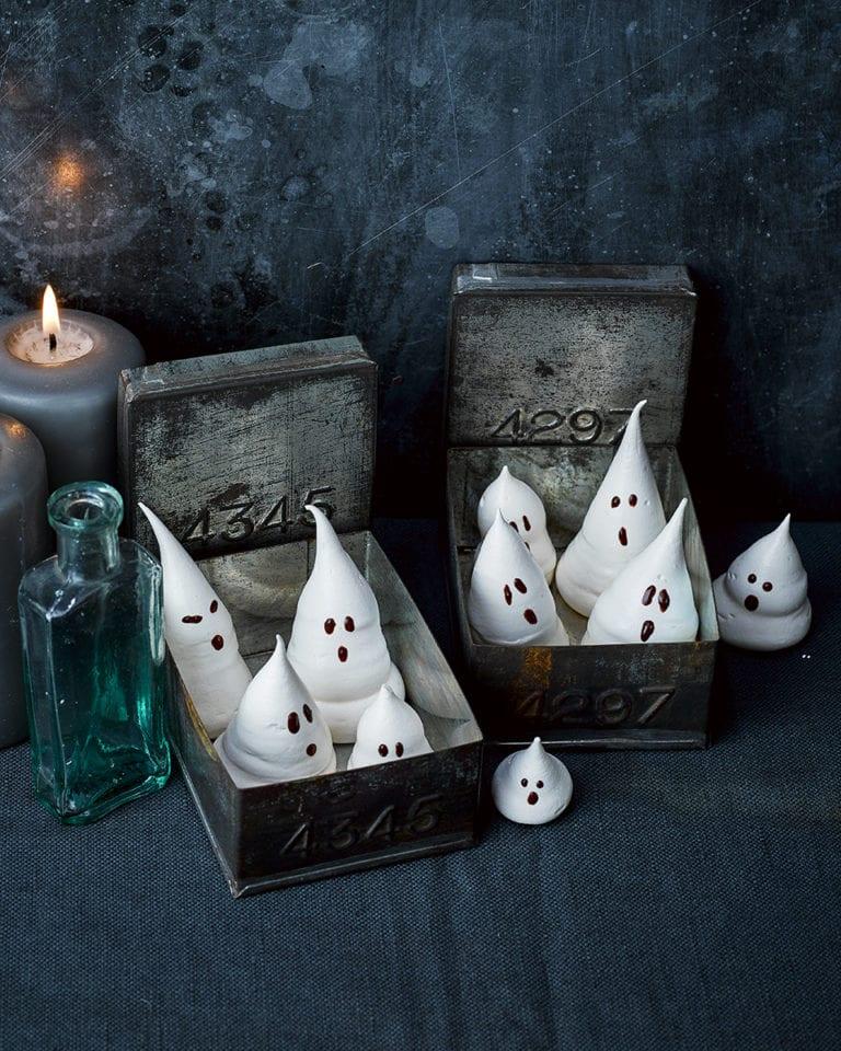 halloween-ghosts-meringue-cookies