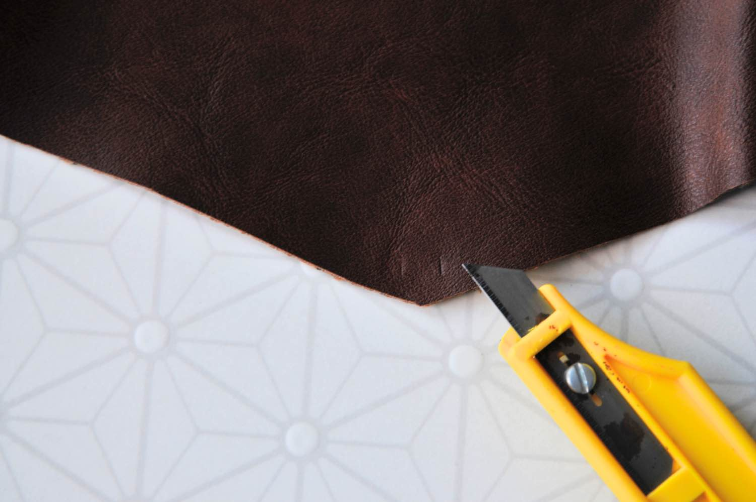 how to attach the clasp to the travel pouch