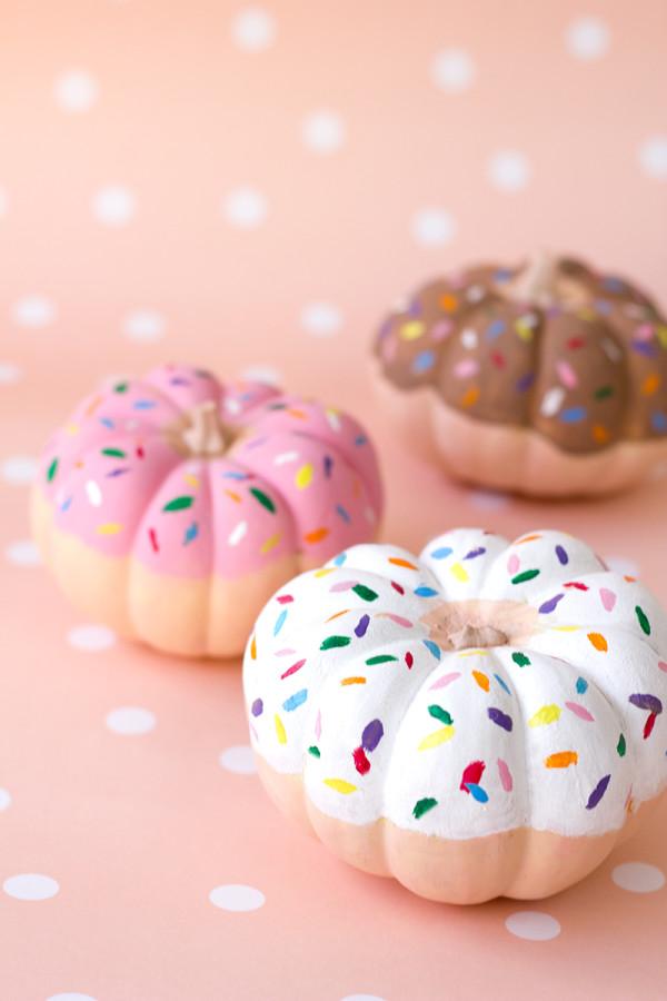 DIY-Donut-Pumpkins-No-Carve-Tutorial-Studio-DIY