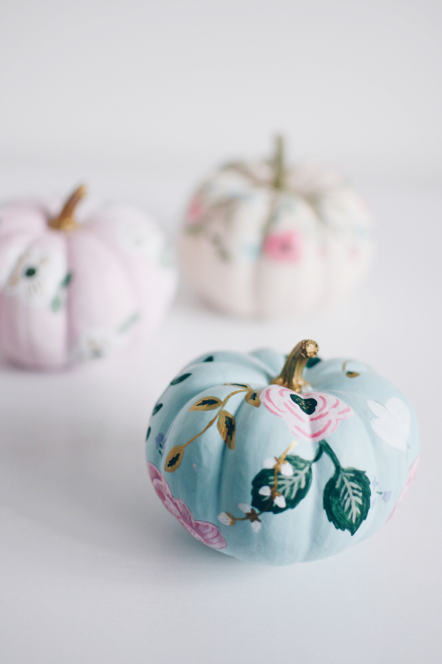 for-all-things-pretty-floral-painted-pumpkins