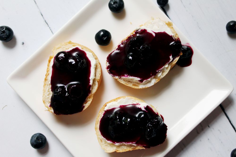 blueberry goat cheese on baguette on plate 1
