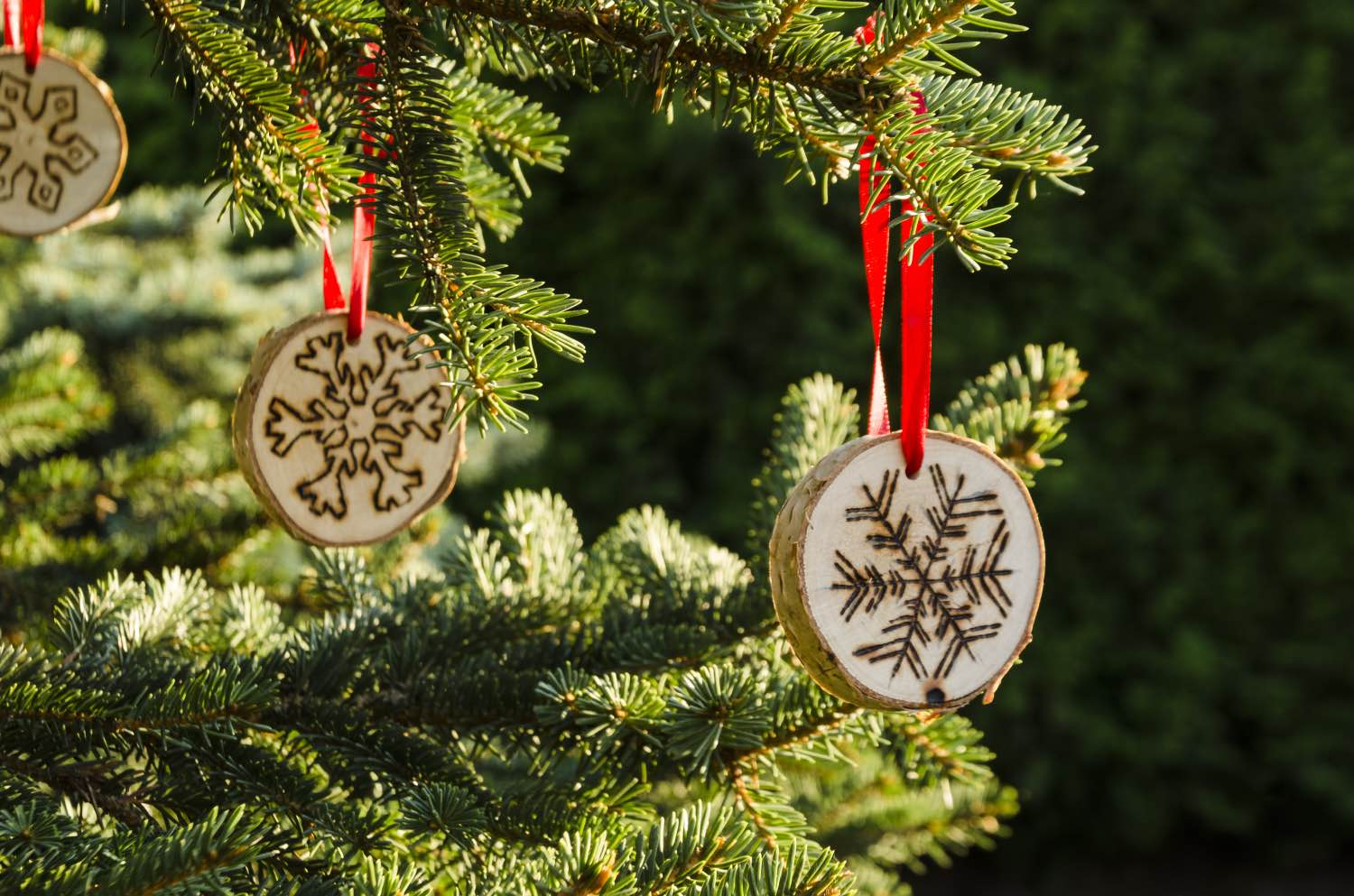 finished ornaments on a holiday christmas tree diy tutorial