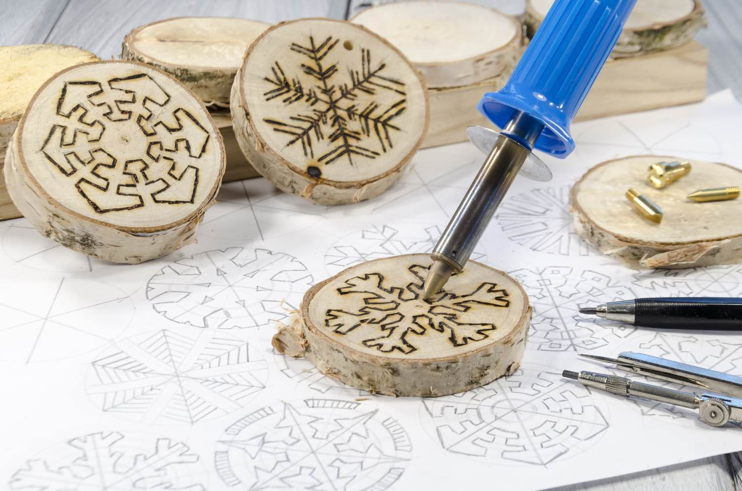 how to make wood burned coasters with template