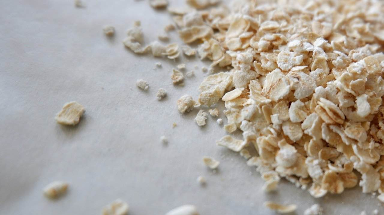 oats to make peaches and cream overnight oats recipe