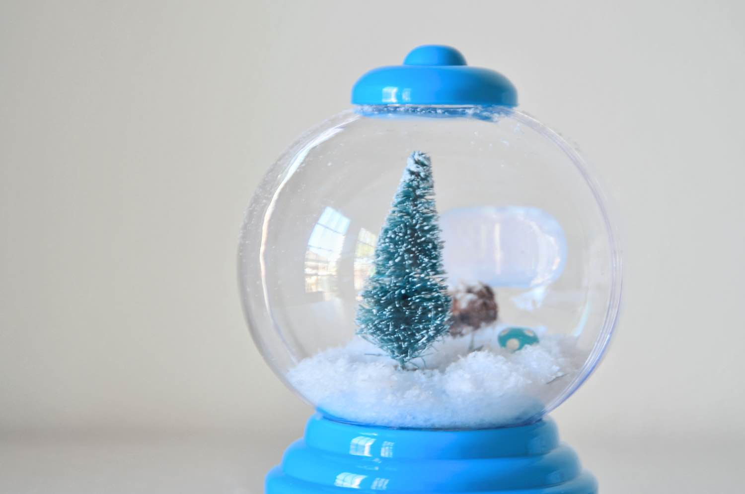 detail inside the gumball machine snow globe