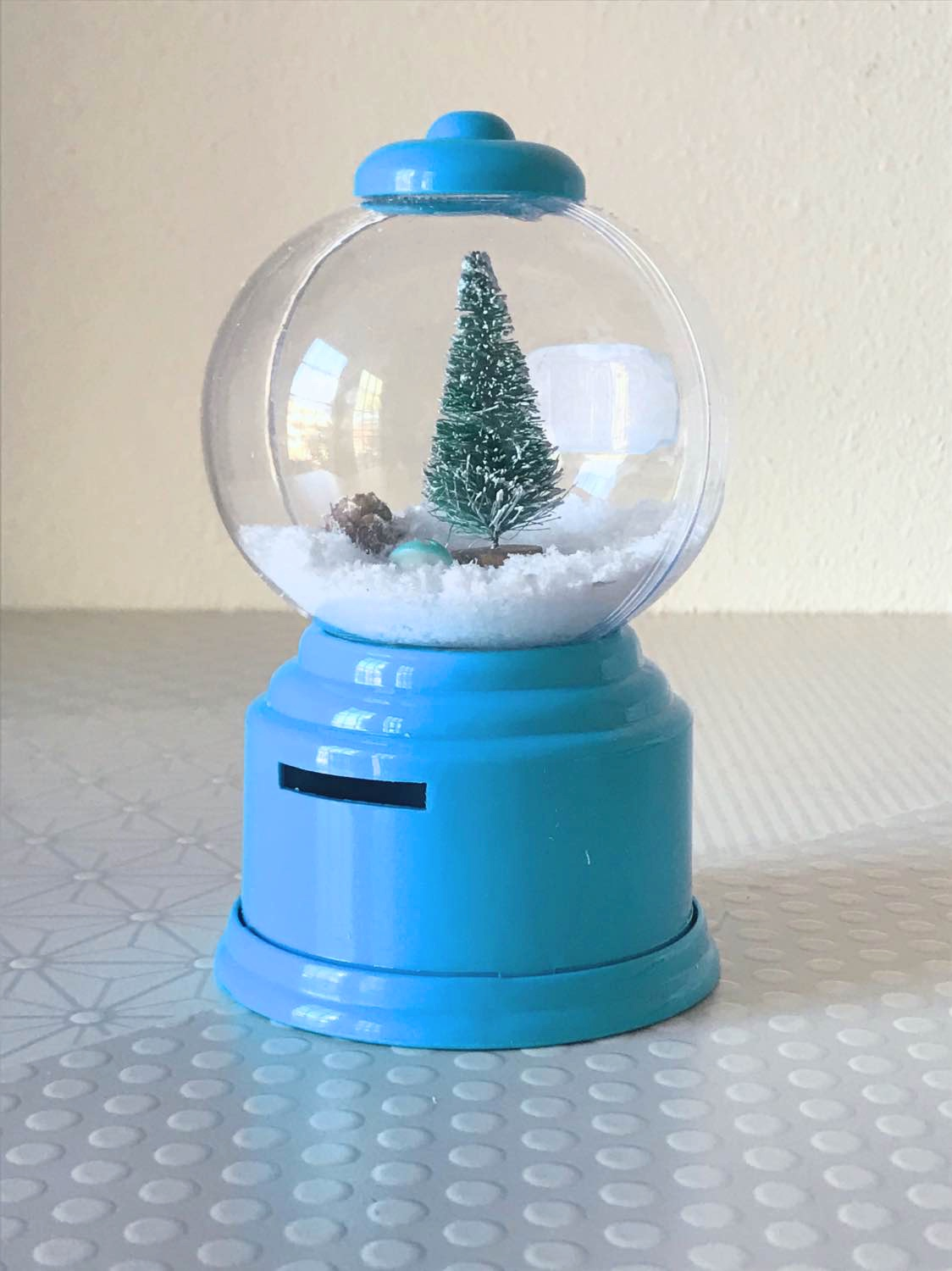finished gumball machine snow globe diy_bright