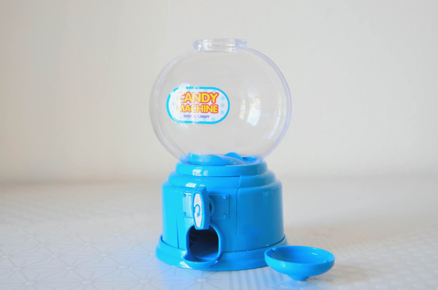 open the gumball machine to make a snow globe