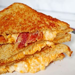 bacon-cheddar-ranch-stacked-grilled-cheese-sandwich square
