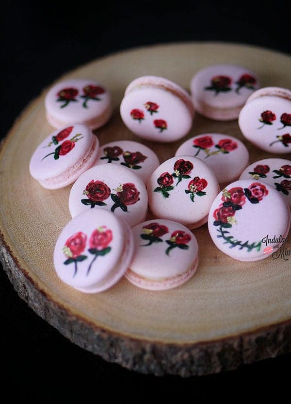 how-to-handpaint-flower-on-macarons