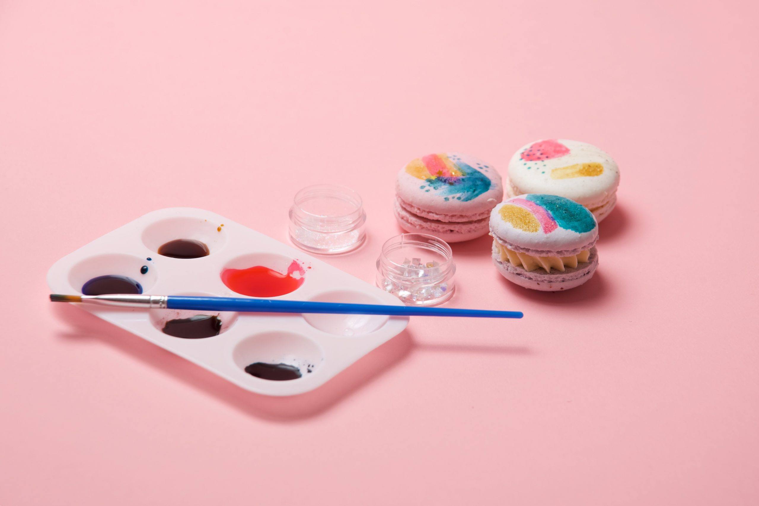 how to make modern art painted macarons tutorial