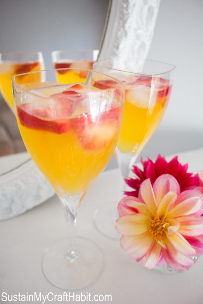 peach bellini brunch drink
