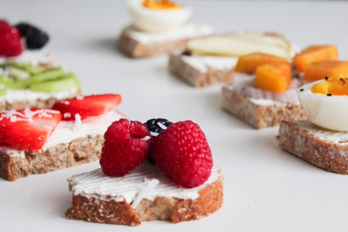 berry-toast-pretty-brunch-recipe-pop-shop (1)