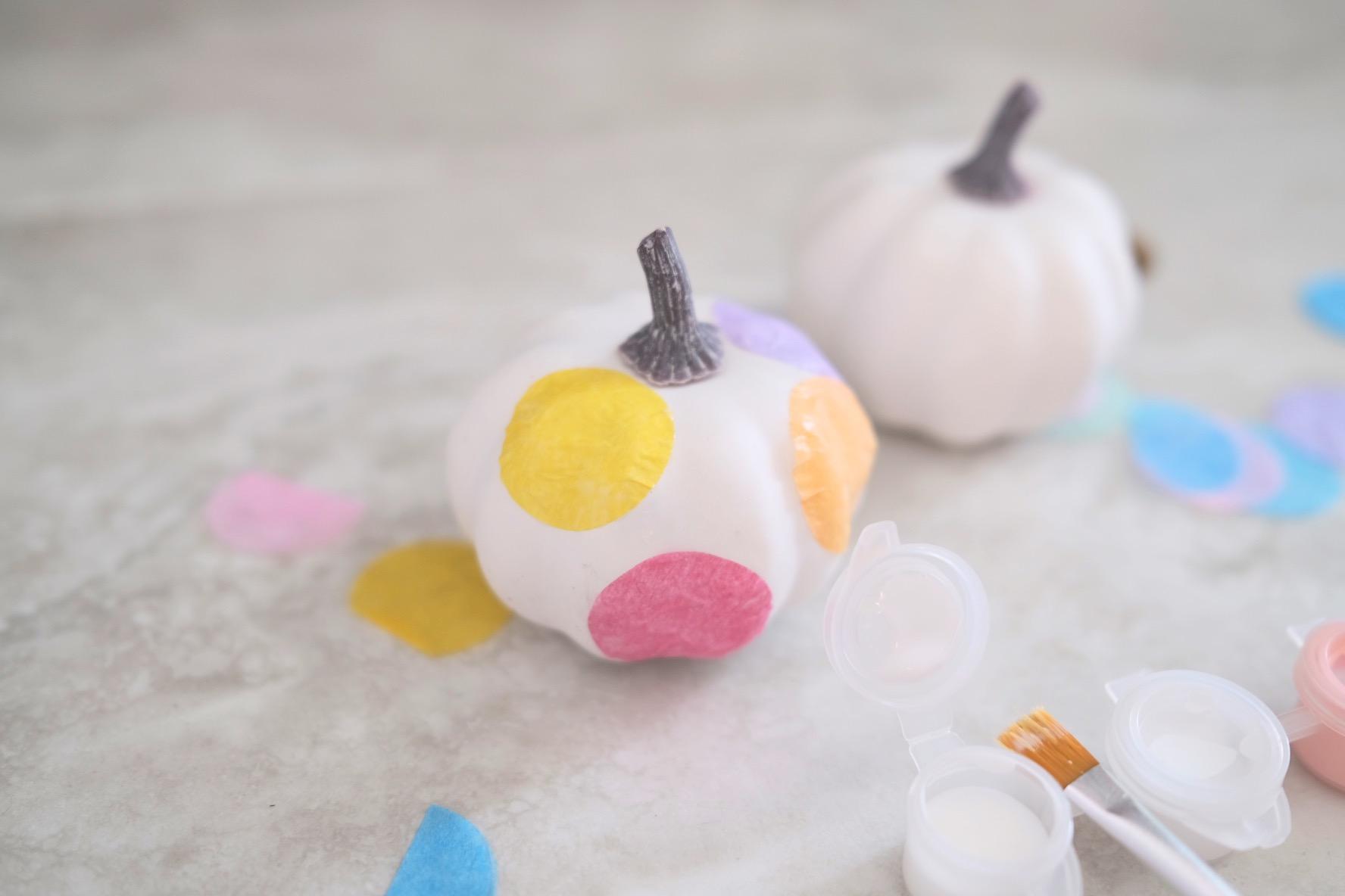 layer different colors of confetti to make confetti pumpkins
