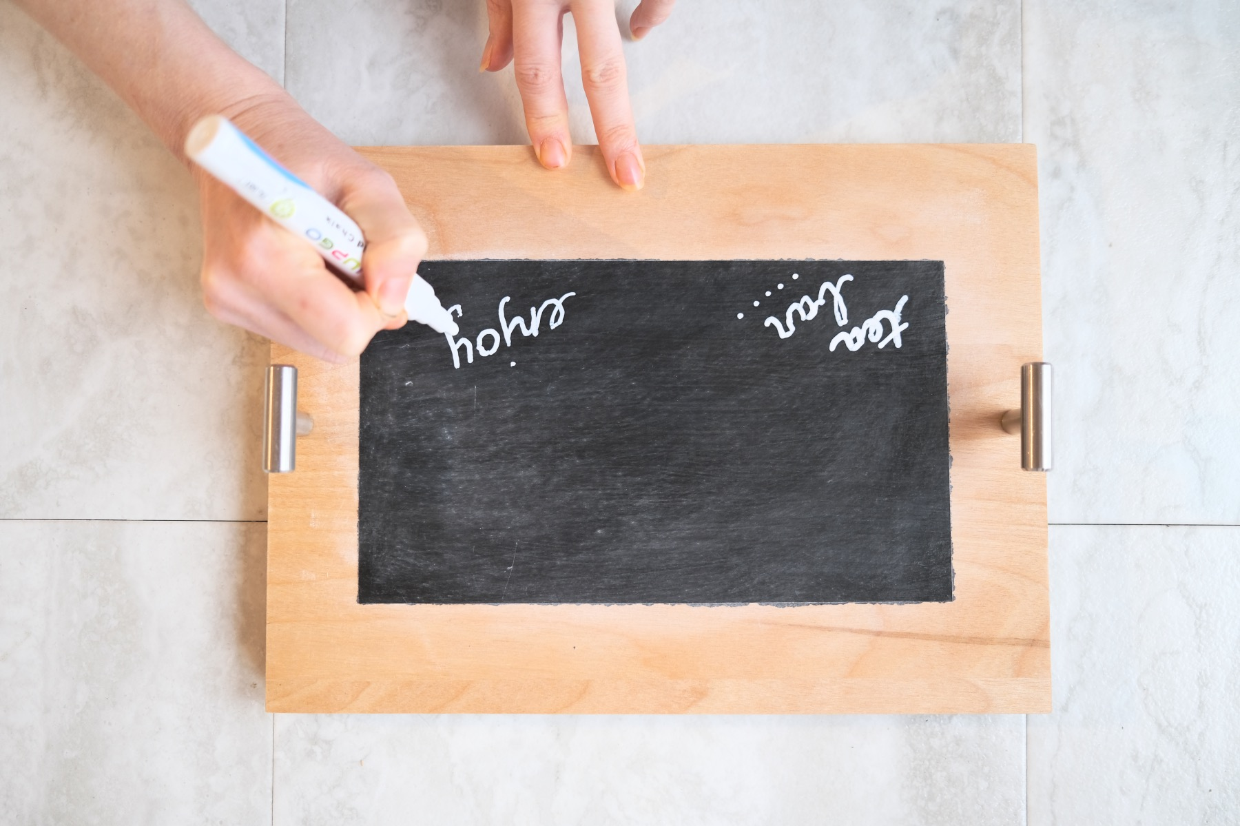 chalkboard lettering on the craft in style wood serving tray