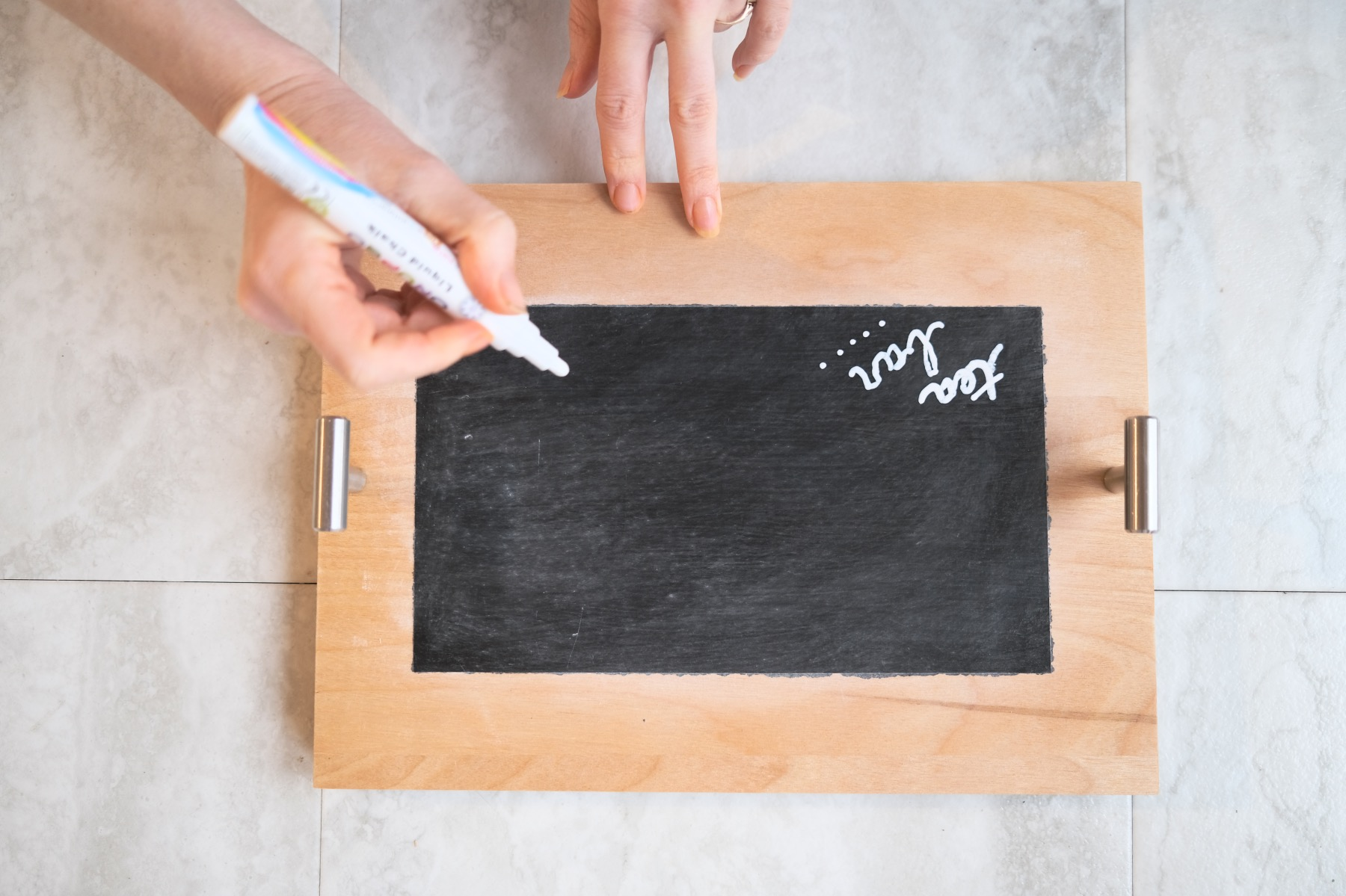 how to chalkboard letter on a wood serving tray