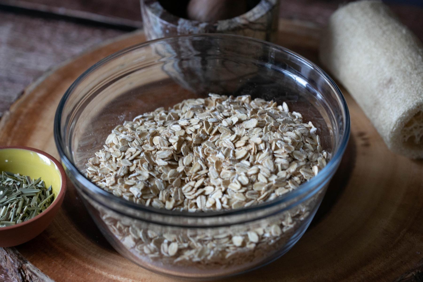 mix together oats and epsom salt bath soak recipe