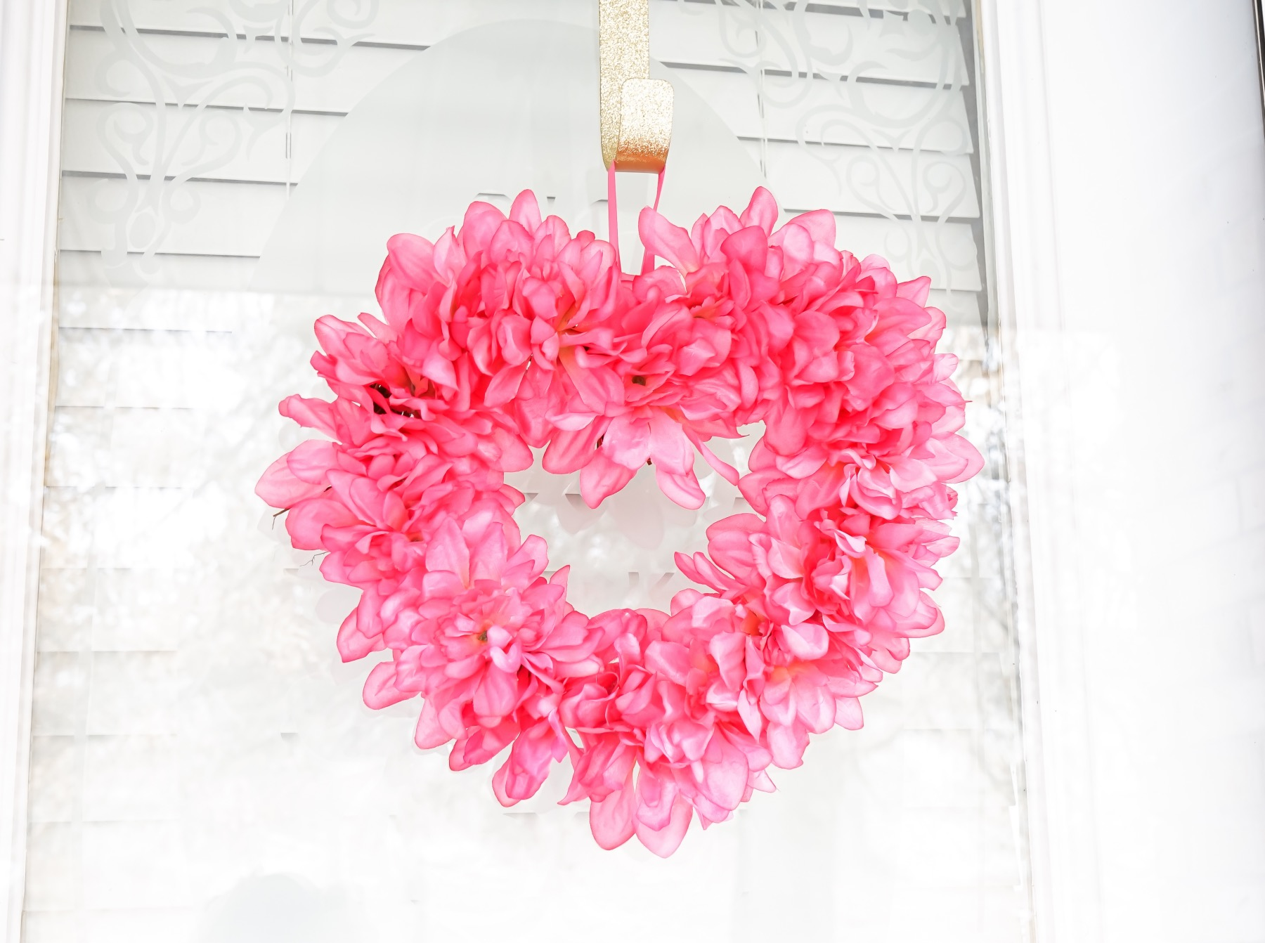 hang the pink flower heart wreath diy on a door