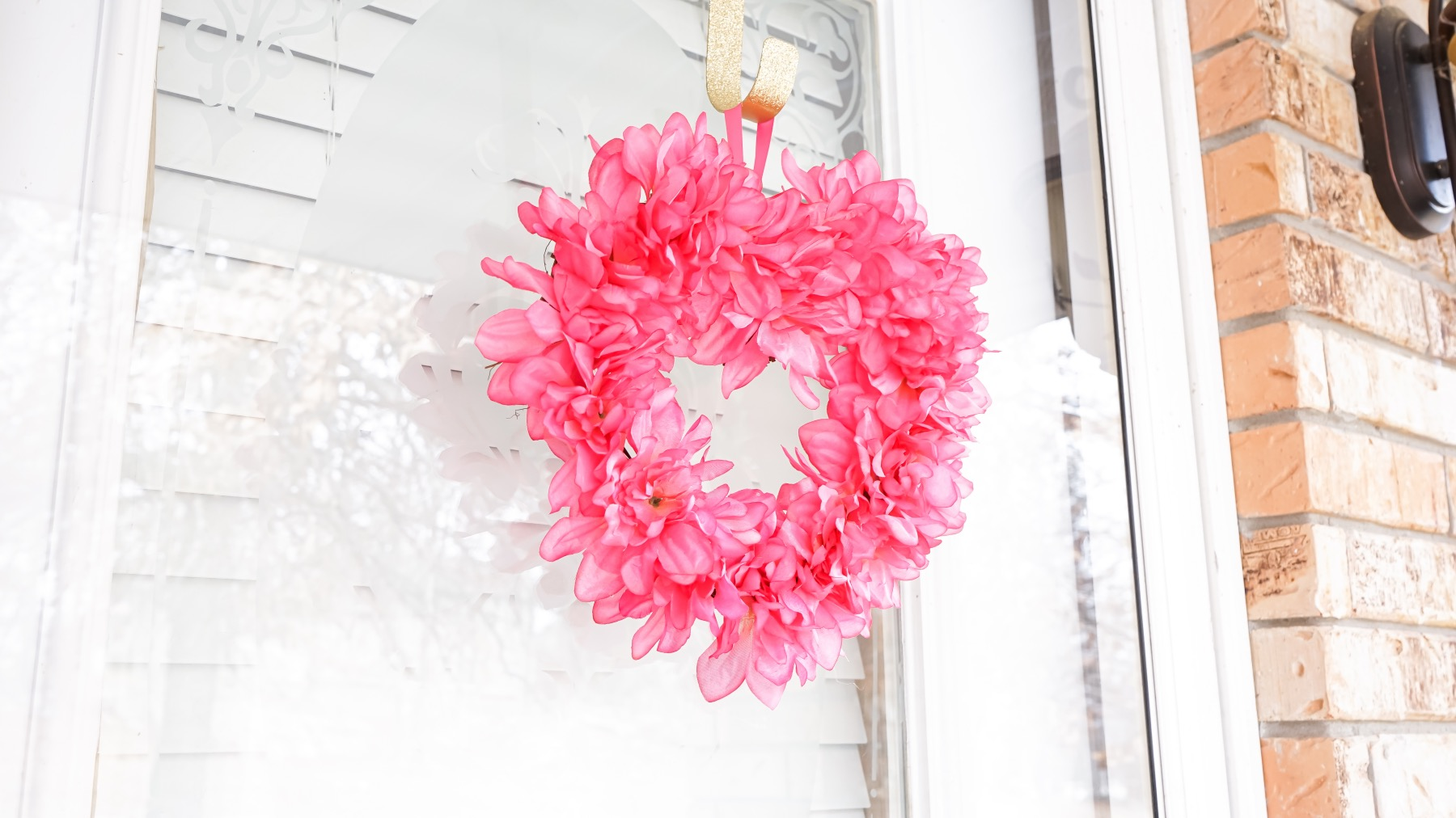 side of the valentines heart shaped wreath tutorial