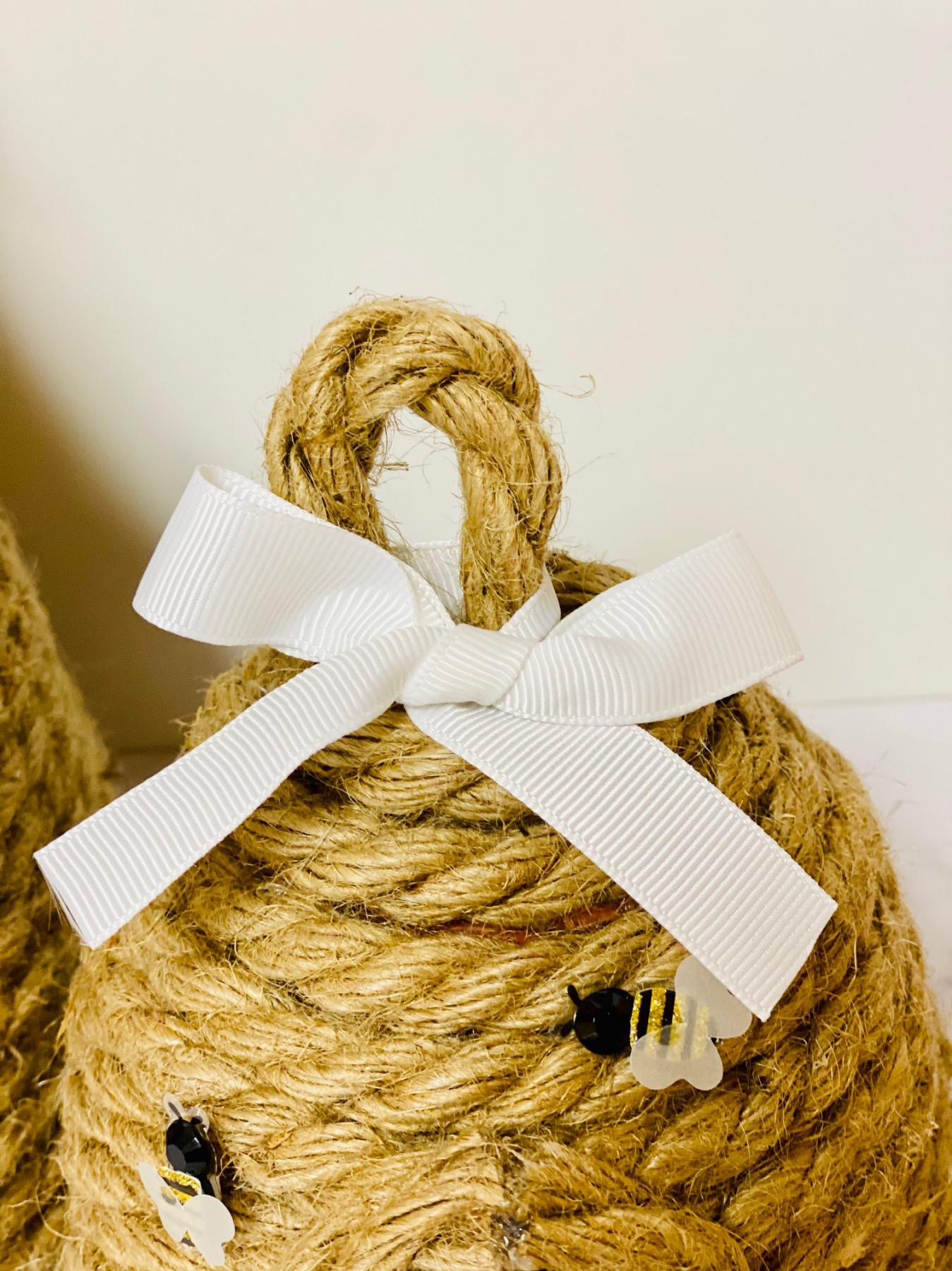 close up of the ribbon on top of the rope beehive craft tutorial