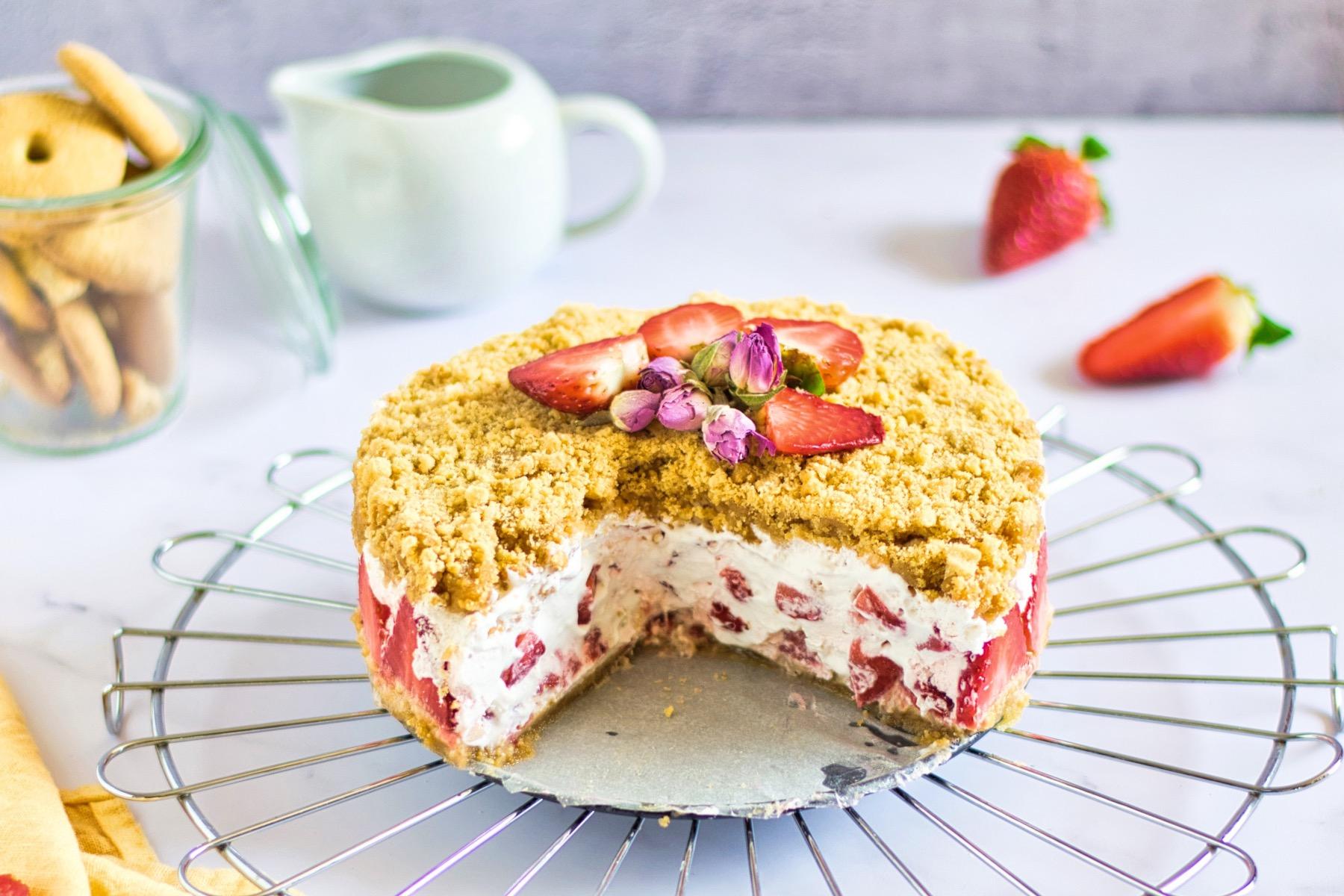 sliced strawberry cream crumble pie pop shop america