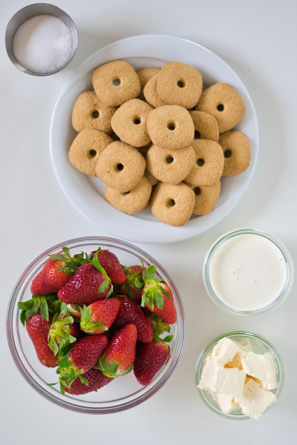 supplies to make a fresh strawberry cream crumble pie