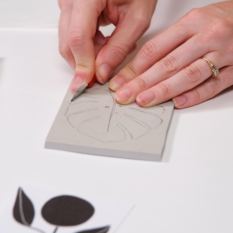 beginners block printing tutorial cutting a linocut