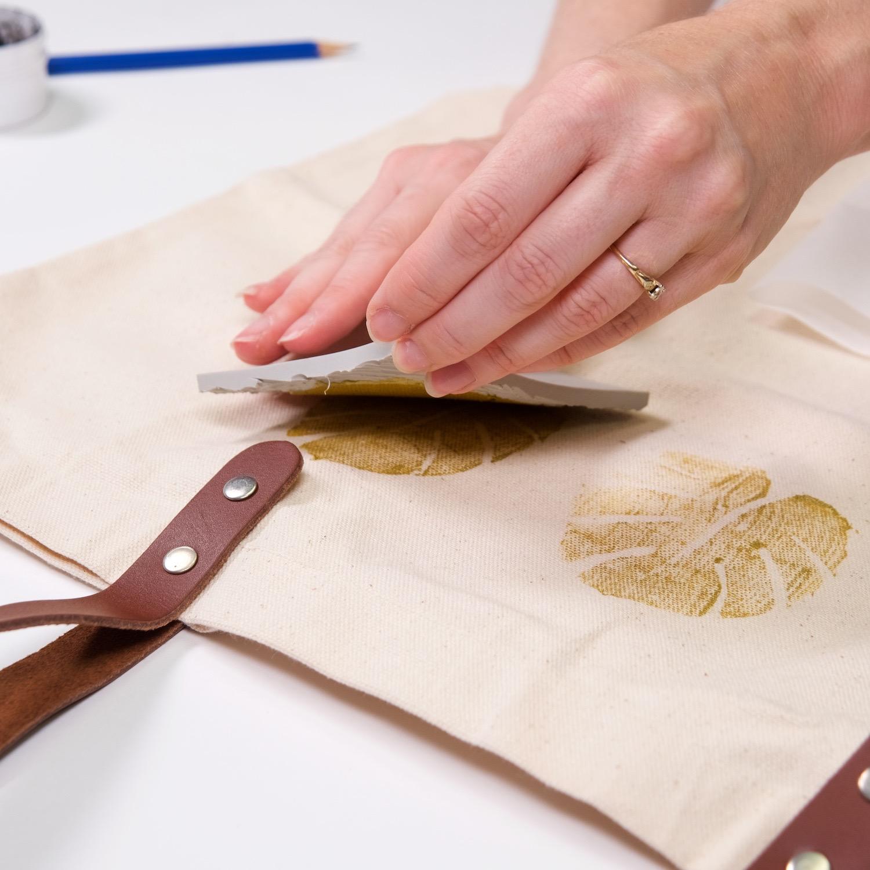 continue to block print the tote bag diy tutorial