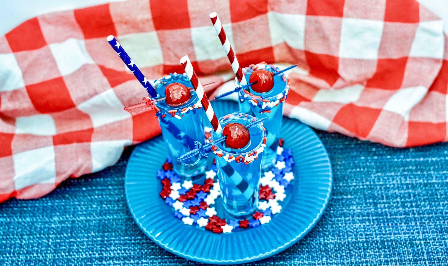 finished cocktail shooters with calypso blue ocean lemonade