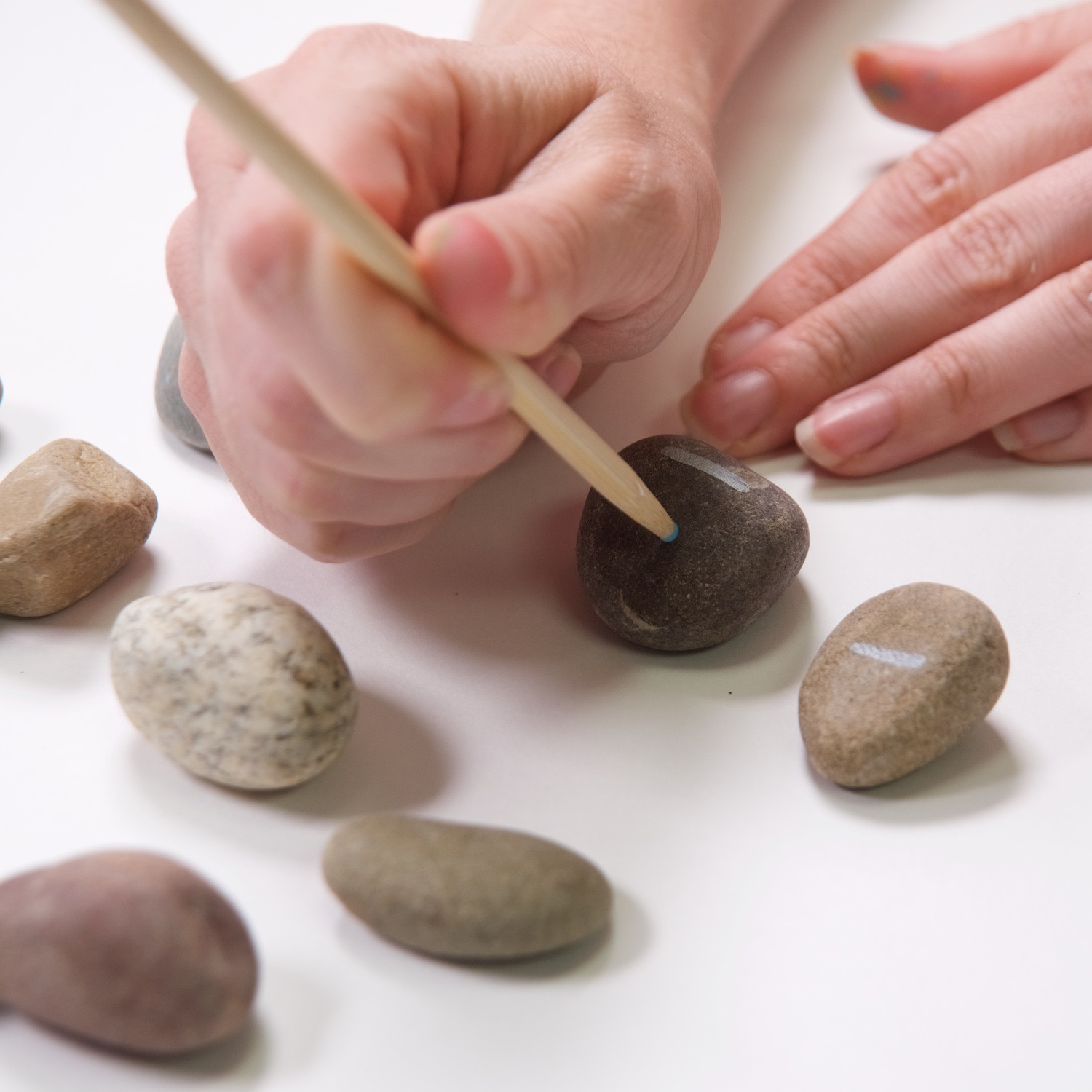 make acrylic paint dots with a wooden skewer