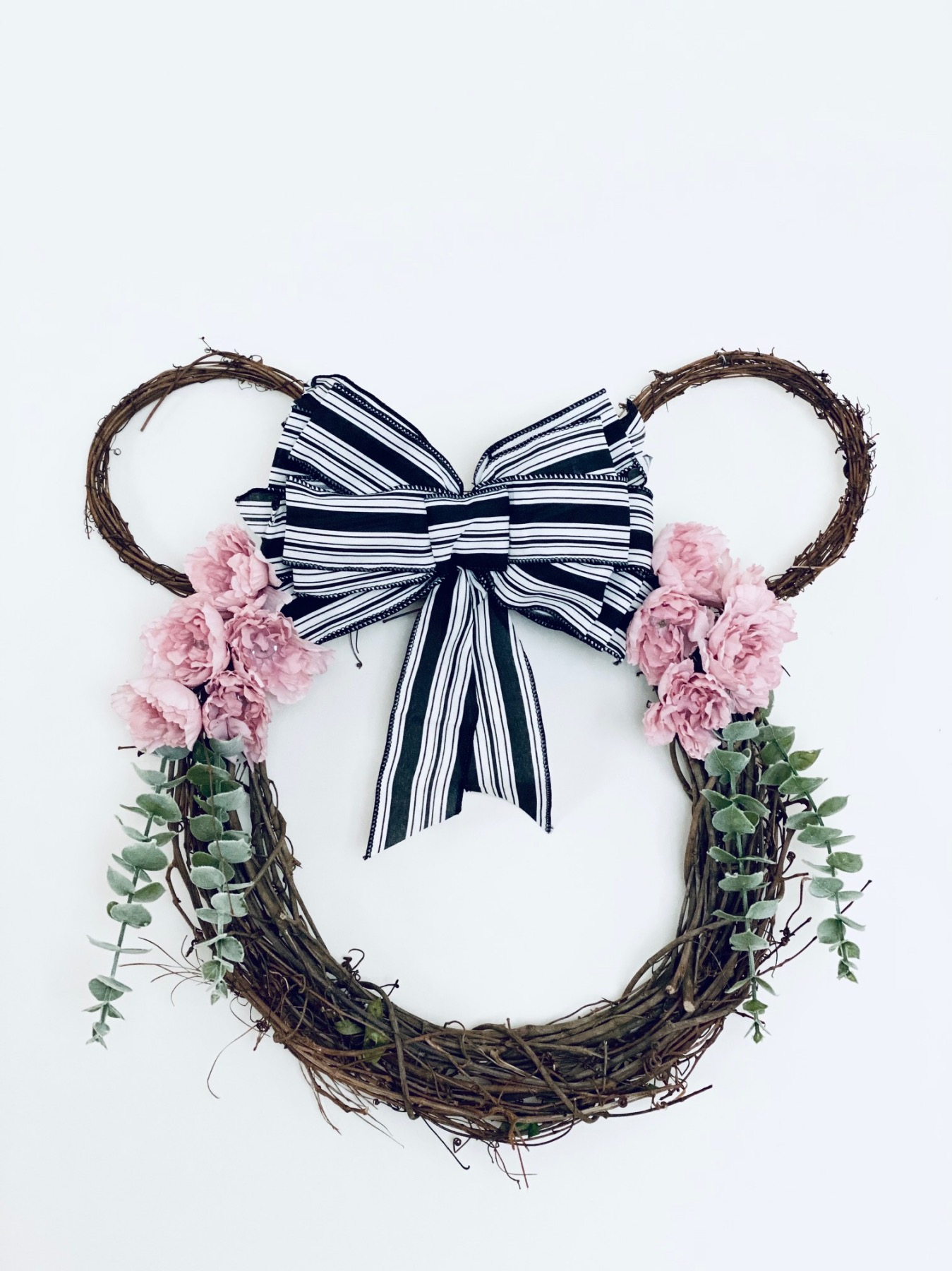 finished farmhouse wreath tutorial with disney minnie mouse