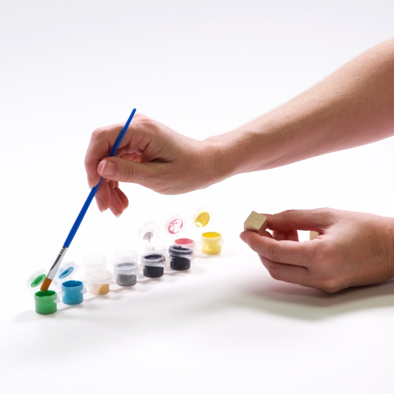 paint the wood block to make yahtzee dice